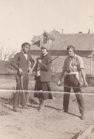Robert E. Howard (right) plays pirates in his garden (Cross Plains, Texas)