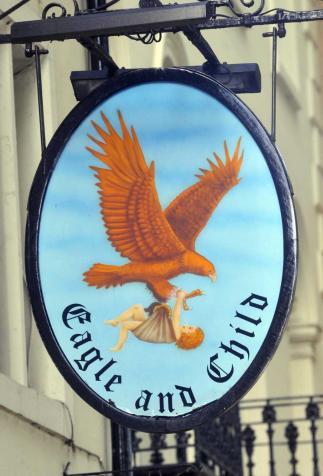 """Enseigne du pub """"Eagle and Child"""", ancien lieu de rencontre des """"Inklings"""""""