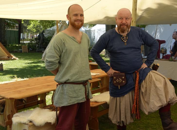 Deux marchands varègues vikings (Sons of Midgard) au Festival des Imaginales (2019)